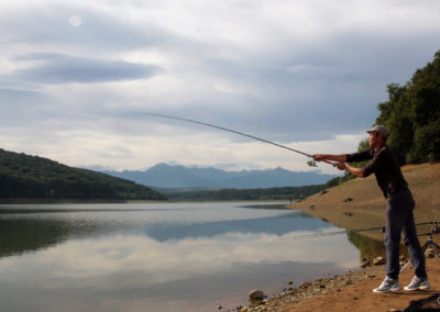 Pécheur au lac de l'Arrêt Darré